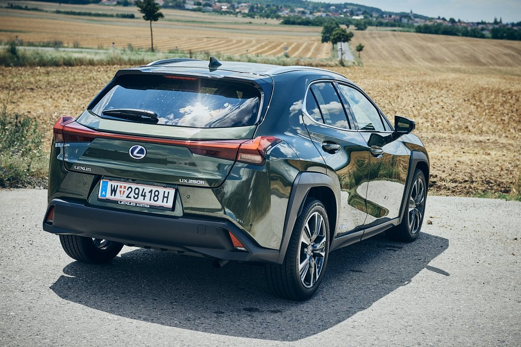 Lexus-UX-Gluschitsch652.jpg